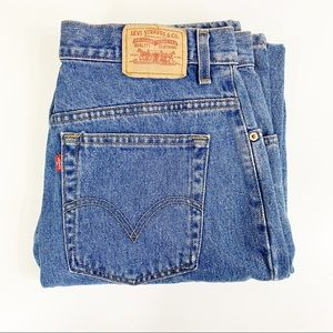 Levis 550 High Waisted Tapered Mom Jeans